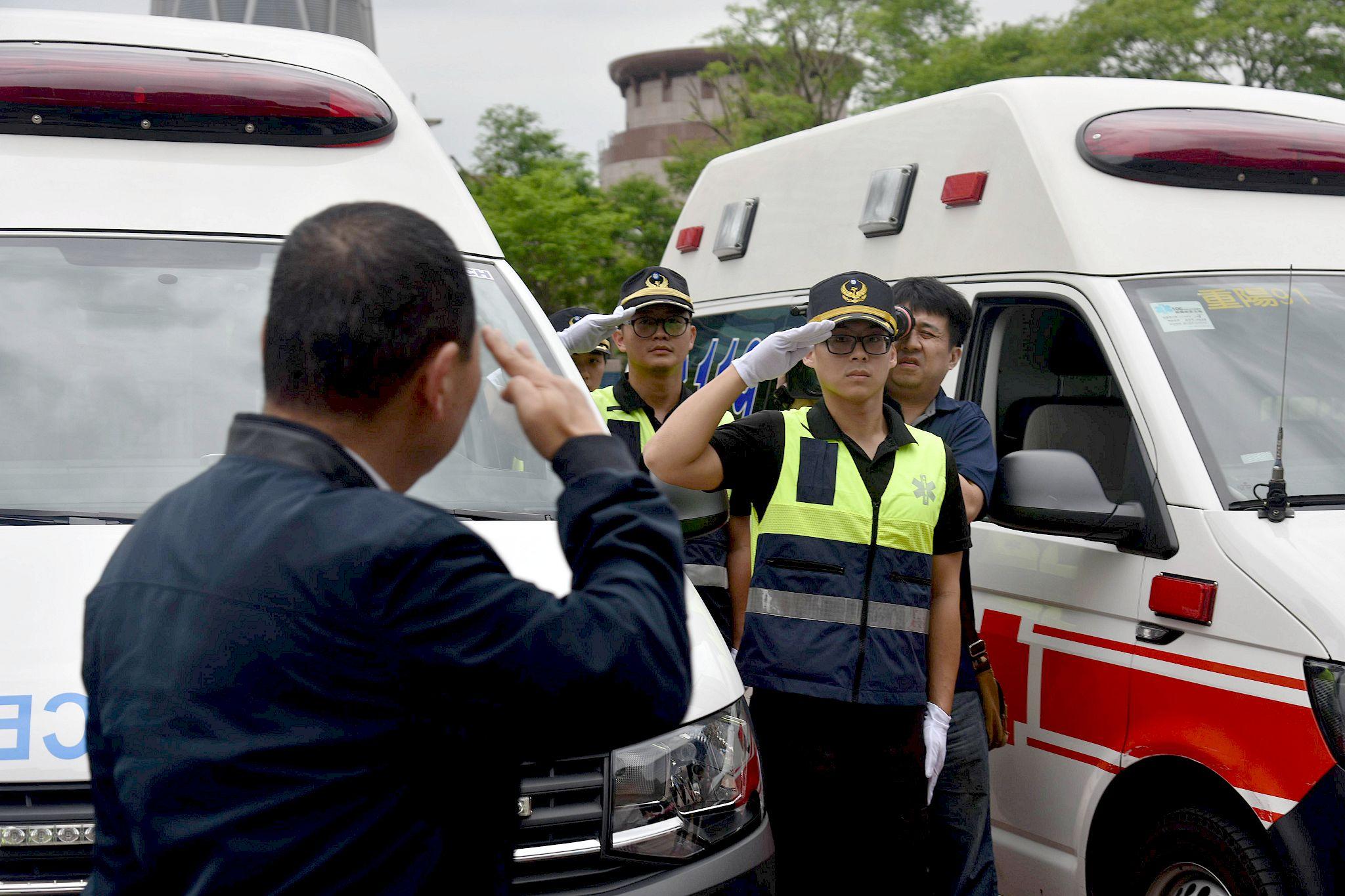 新北市政府今(22)日下午於市民廣場舉行「專責救護隊誓師大會」