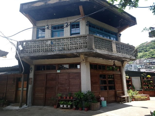 「金德發商號」現為一家特色咖啡店,曾經是金瓜石居民辦年貨和採購生活必需品的地方
