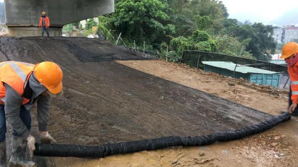 轄內工地裸露地表均覆蓋防塵網,減少揚塵並降低空氣污染