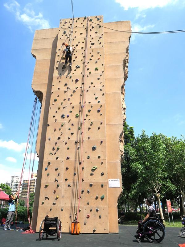 身障者體驗攀岩