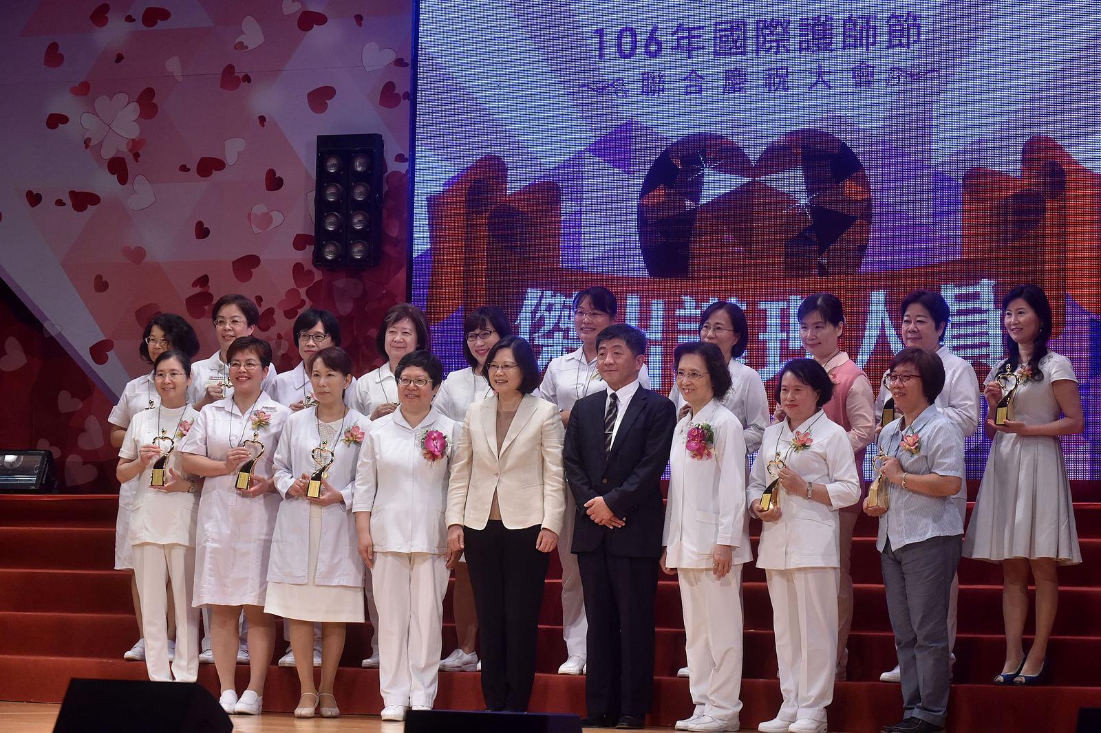 蔡總統出席頒發傑出護理人員專業貢獻獎與服務奉獻獎