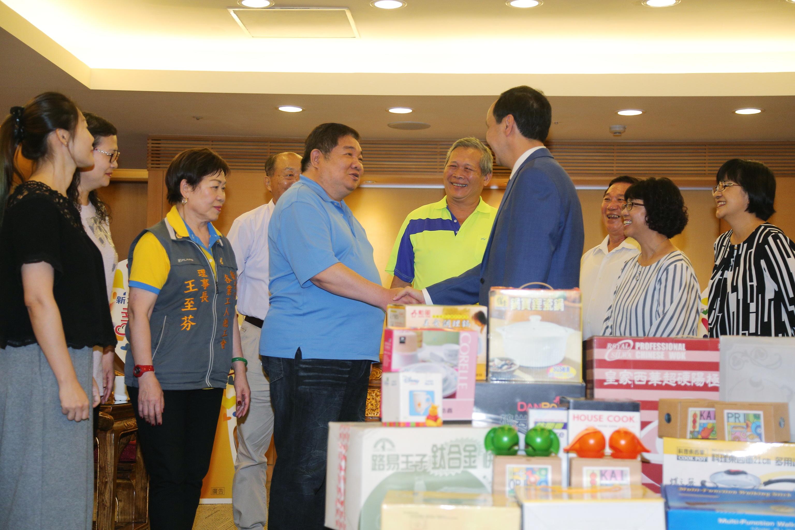 朱市長感謝新北工會行善團默默耕耘行善,幫助弱勢家庭及民眾生活所需